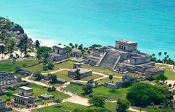 Puerto Morelos Secret Beach Villas guest visit the Mayan Ruins at Tulum overlooking the Beach