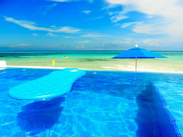 Puerto Morelos | Villa Canteena has a Private Infinity and Patio right on the Beach.